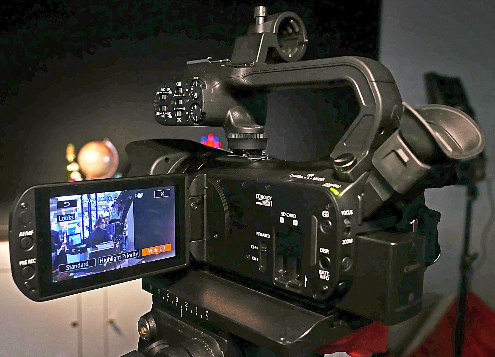 Máy quay chuyên dụng Canon XA35 giá tốt